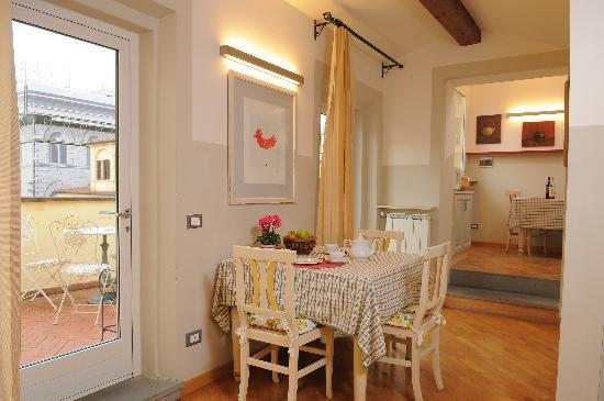 Family Apartments: Leaving room, Rosso apartment with wiew