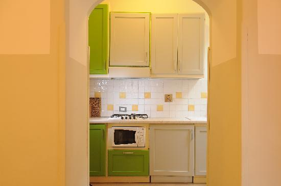 Family Apartments: Kitchen of Verde Apartment