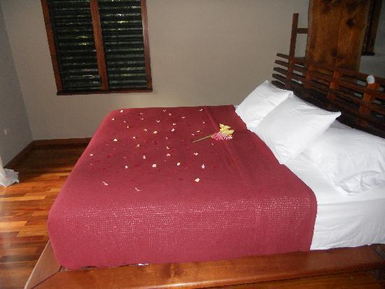Aqua Wellness Resort: flowers on the bed!