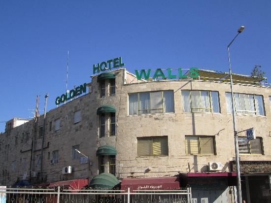Golden Walls Hotel: From the outside