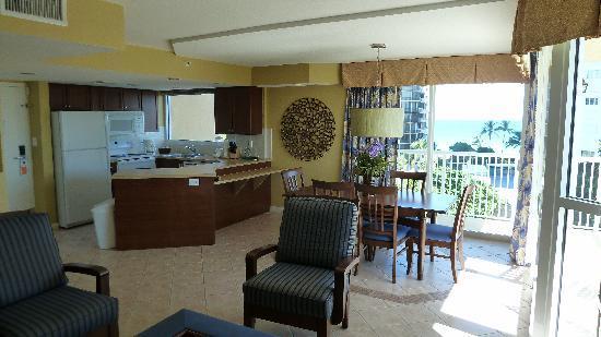 Wyndham Santa Barbara: Dining/Kitchen