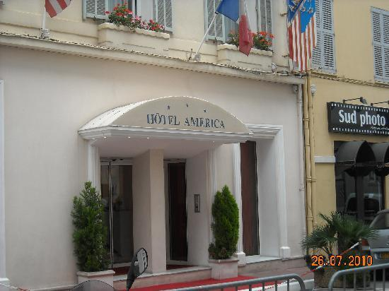 Hotel America: Hotel Entrance
