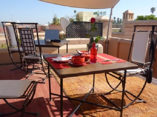 Riad Mabrouka Marrakech: Rooftop lunch with view over Atlas Mountains