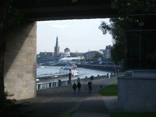 Düsseldorf, Deutschland: Rhine