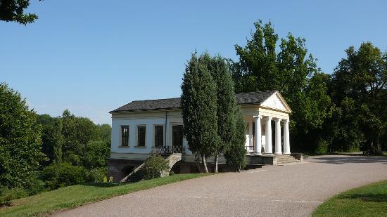 Roman House: Vorder- / Seitenansicht