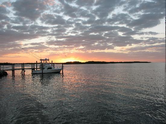Island Bay Resort: beautiful sunsets every night