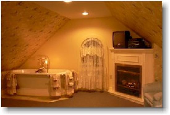Angels' Watch Inn Bed and Breakfast: Loft soaking Tub