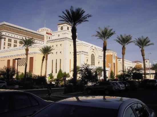 The Grandview at Las Vegas: The Southpoint Casino next door is a short walk