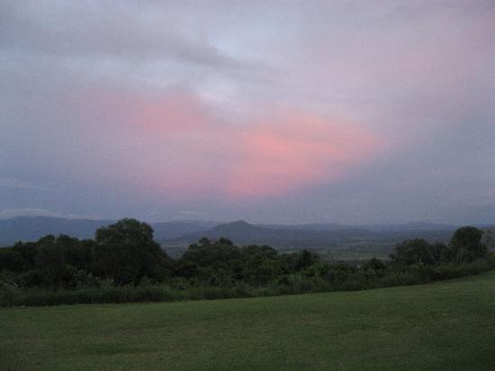 The Bunyip Scenic Rim Resort: sunrise