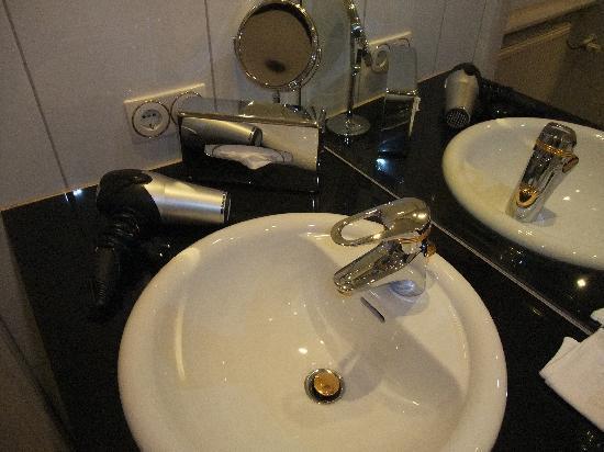 Hotel Ambassador: sink