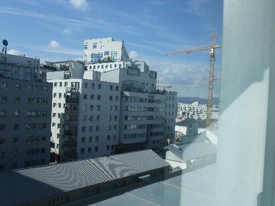 Austria Trend Hotel Lassalle Wien: view to the right