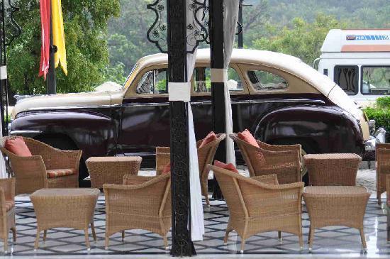 Taj Lake Palace Udaipur: Taj Lake Palace - Antique car airport transfer