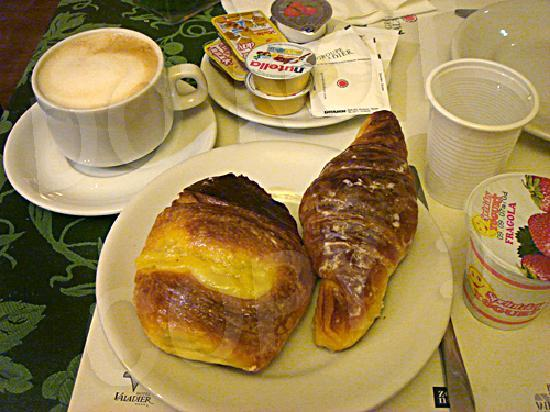 Hotel Caprice: A standard buffet breakfast