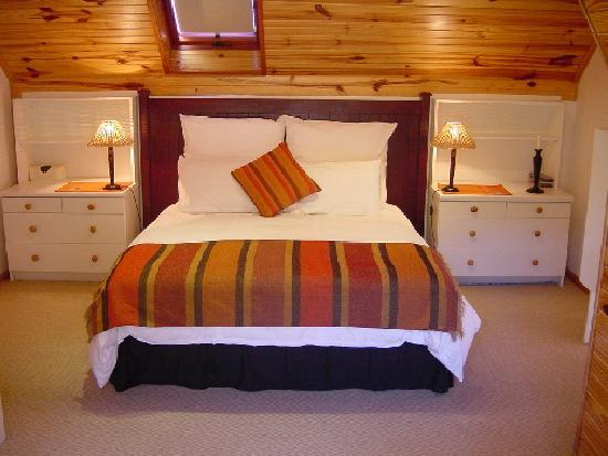 Dunvegan Lodge: African attic main bedroom