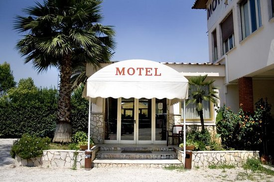 Motel Salaria: Entrance