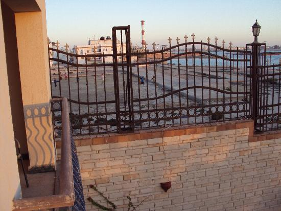 San Giovanni Cleopatra Hotel: Power Station Smelly and Noisy