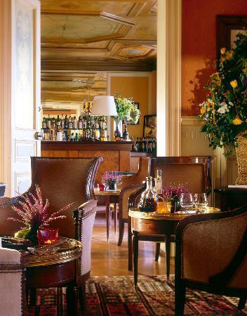Chateau d'Isenbourg : Château d'Isenbourg..les salons du bar
