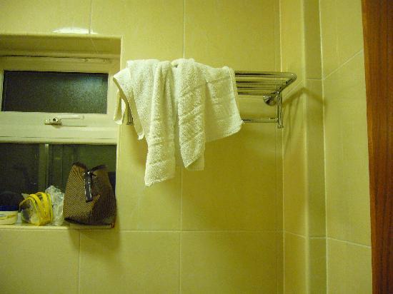 Orchard Hotel: e questo è un bagno rifatto