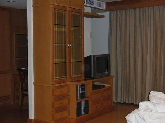 Admiral Suites Bangkok: テレビやコンポ