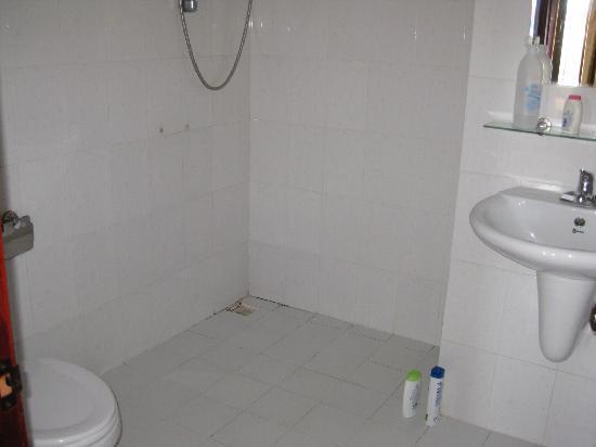 โรงแรมสินนะคอน: Bathroom