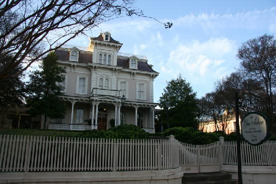 Natchez, MS: Beautiful Antebellum home