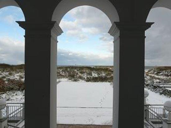 Juist, Almanya: Blick vom Hauptportal auf den Strand