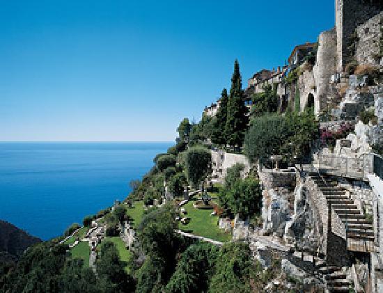 Chateau de la Chevre d'Or: vue du village d'Eze