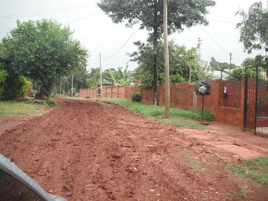 Residencial Azaleas Place : Dirt road to the house