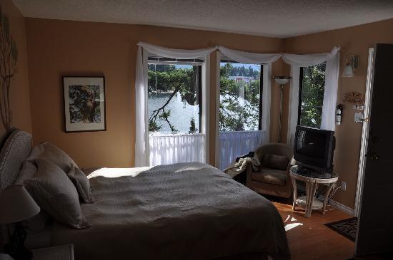 Long Lake Waterfront B&B: Our Bedroom