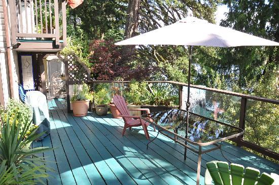 Long Lake Waterfront B&B: The Sun Deck