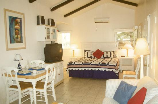 Cottages by the Ocean: Studio Cottage with king bed and full kitchen