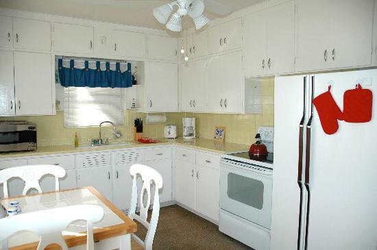 Cottages by the Ocean: Kitchen of one-bedroom cottage