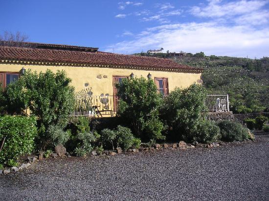 Hotel Rural La Correa: Terraces at rear of rooms
