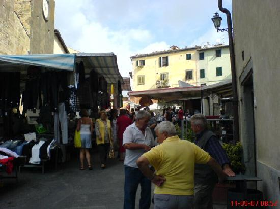 Touristic Farm Podere Chiasso Gherardo: The Wednesday market in Peccioli