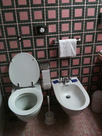 das Badezimmer - Bild von Maritim Hotel Bellevue Kiel, Kiel ...