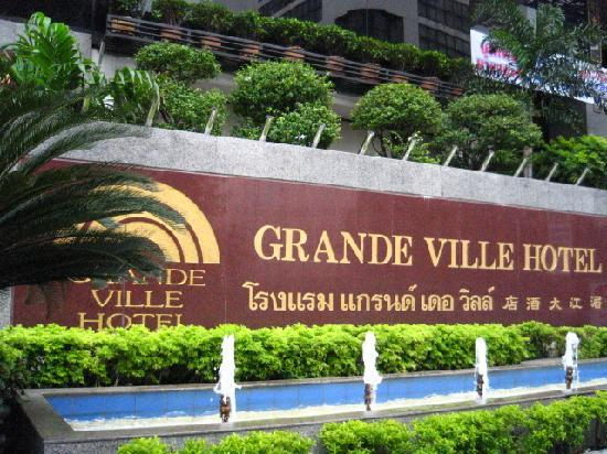 Grande Ville Hotel: The front of the hotel