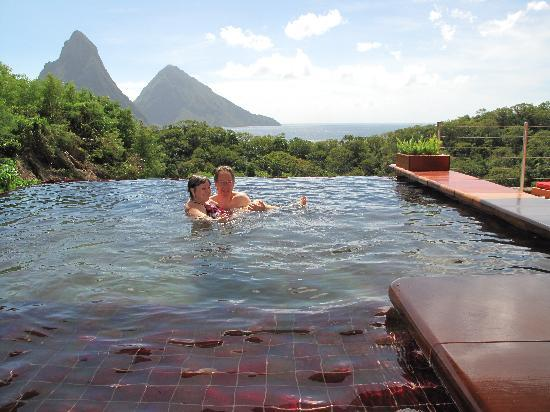 Jade Mountain Resort: Southern view to the Pitons
