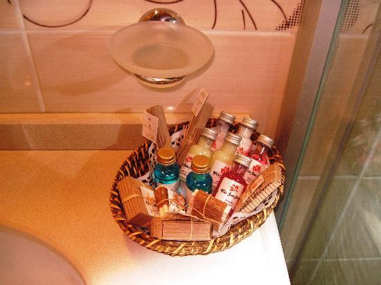 White House Hotel Istanbul : Amenities in Bathroom