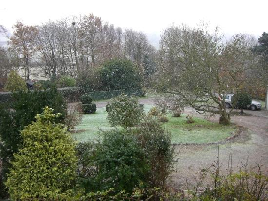 The Mill House: Mill House garden in the snow