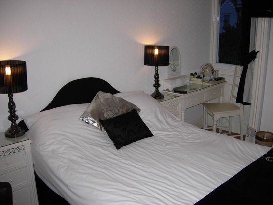 Annan Hotel: Compact bedroom