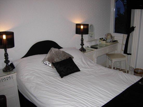 Annan Hotel : Compact bedroom