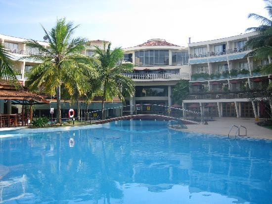 Eden Resort & Spa: Hotel and Pool