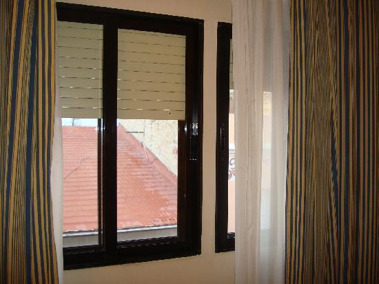 NH Rambla de Alicante: Finestre