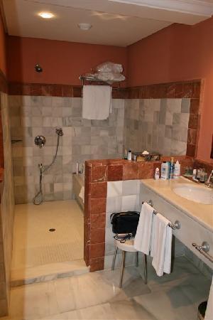 Hipotels Barrosa Palace Hotel : geräumiges Badezimmer