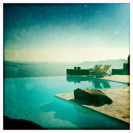 Aenaon Villas: Gorgeous views from the infinity pool