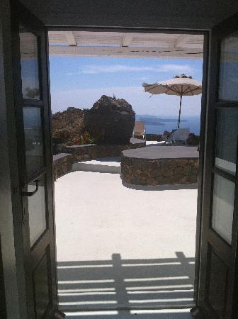 Aenaon Villas: Looking out from our villa onto the terrace
