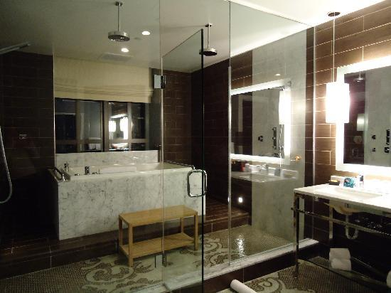 bathroom 3 picture of kimpton hotel palomar philadelphia philadelphia tripadvisor. Black Bedroom Furniture Sets. Home Design Ideas