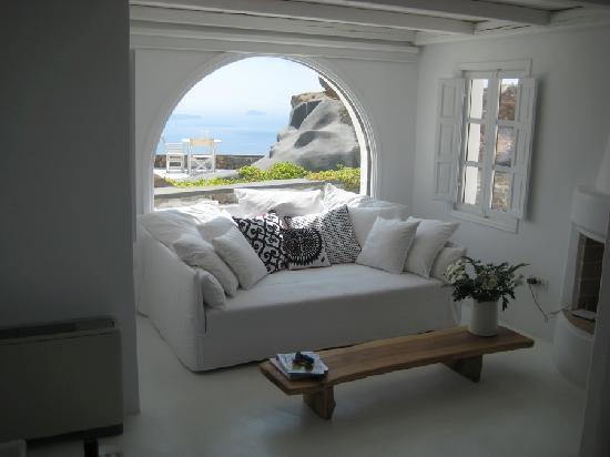 Villa Elidami's living room (Aenaon Villas)