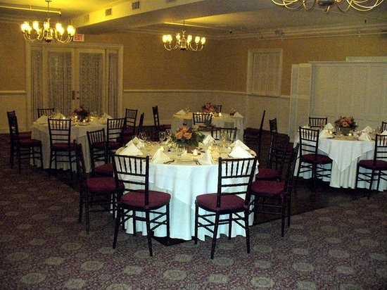 The Tavern at the Beekman Arms: Room Arrangement