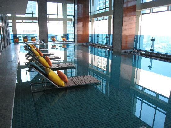 Renaissance Bangkok Ratchaprasong Hotel: Hotel pool